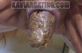 Die reife Naschkatze will Scheiße essen.